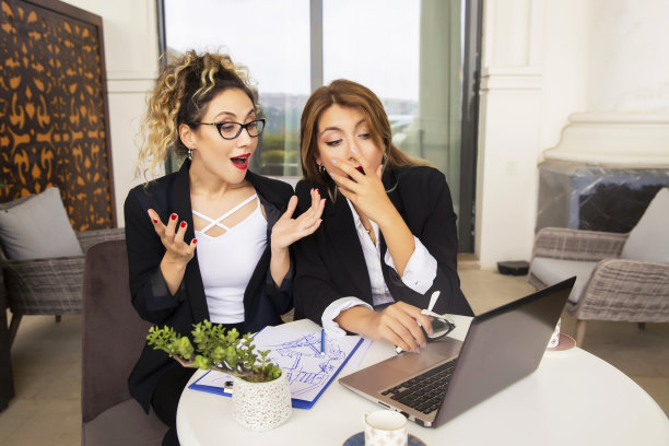 看,专业人员,技术,25岁到29岁,现代,商业金融和工业,仅女人,脑风暴,眼镜,幸福
