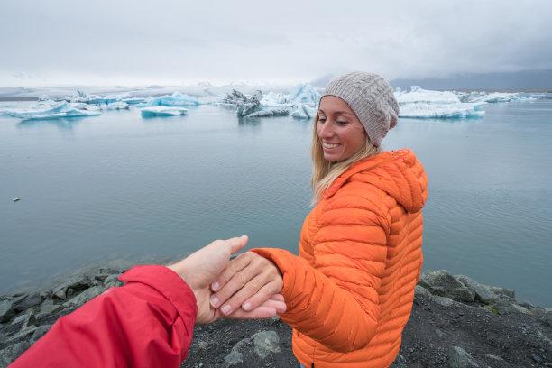 异性恋,概念,冰川泻湖,青年女人,缅因州,杰古沙龙湖,旅行者,湖,仅成年人,冰岛国
