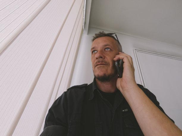 男人,手机,成年的,窗户,认真的,几乎,绿色眼睛,面无表情,光,经理