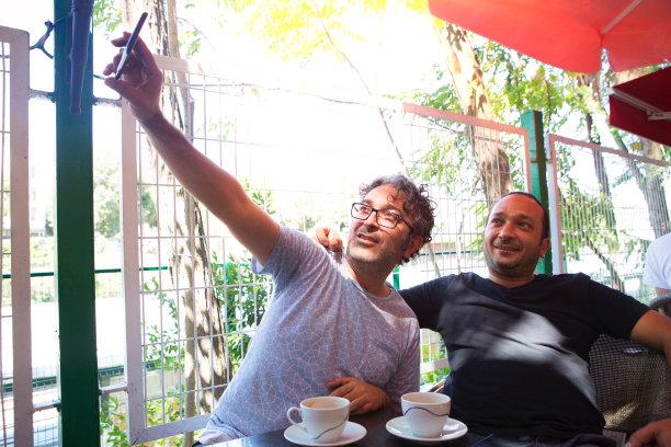 餐馆,手机,两个人,幽默,自拍,男人,咖啡店,商务,土耳其,技术
