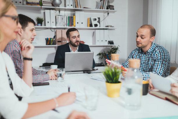 办公室,脑风暴,人群,领导能力,男商人,新创企业,仅成年人,现代,青年人,专业人员