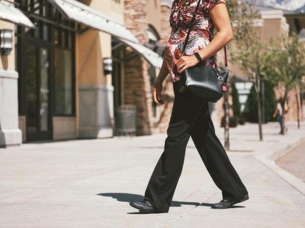 女人,追踪器,动作,30到39岁,水平画幅,健康,户外,仅成年人,青年人,运动