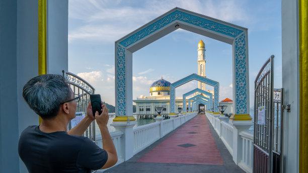 清真寺观光者图片