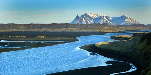 山脉正面视角图片