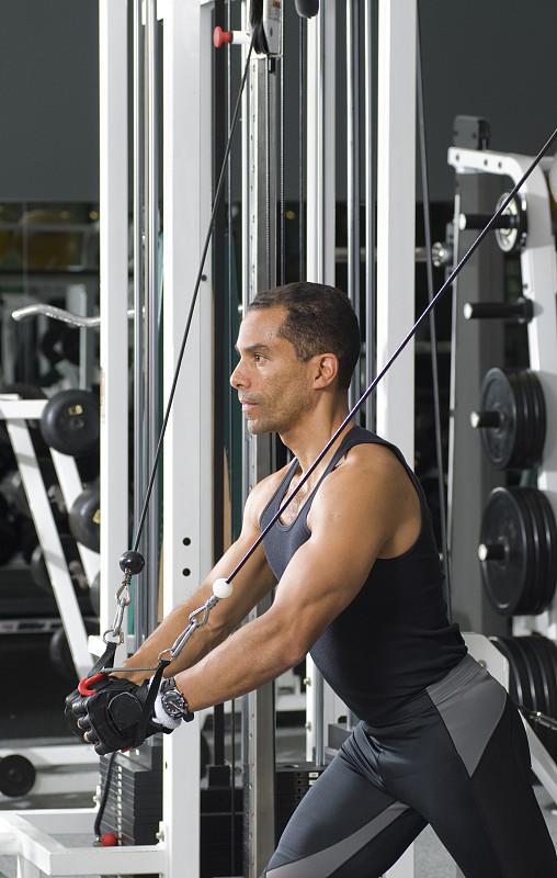 健身俱乐部,钢缆,制造机器,垂直画幅,美,健身设备,四肢,男性,仅男人,仅成年人