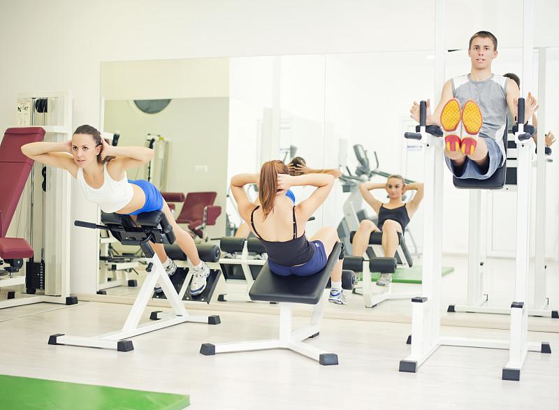 青年人,健身房,人群,松弛练习,心血管系统,少量人群,休闲活动,努力,男性,仅成年人