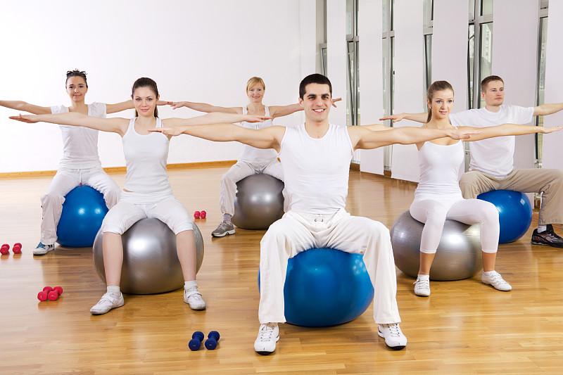 健身球,人群,球,学校体育馆,四肢,休闲活动,健康,男性,明亮,培训课