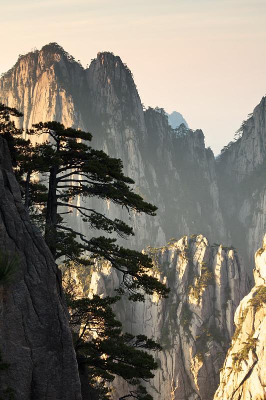 黄山山脉,垂直画幅,黄昏,山,安徽省,天空,无人,户外,著名景点,中国