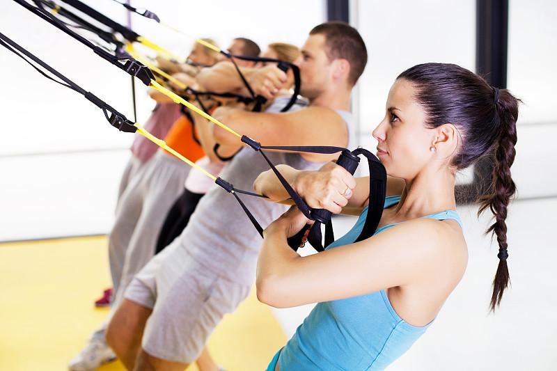 悬吊训练,健身课程,带子,健康,男性,仅成年人,明亮,青年人,运动,彩色图片