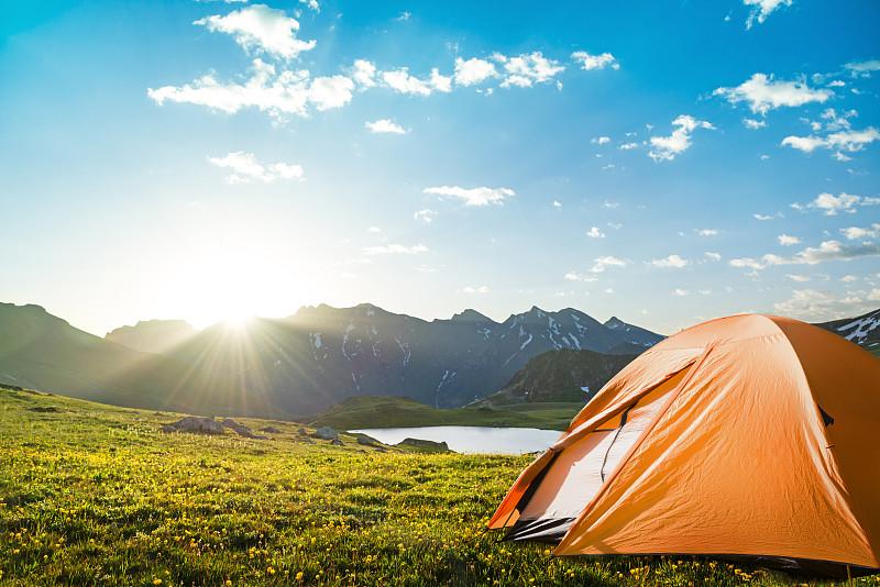 山脉,帐篷,太阳,徒步旅行,山,休闲活动,水平画幅,无人,夏天,户外