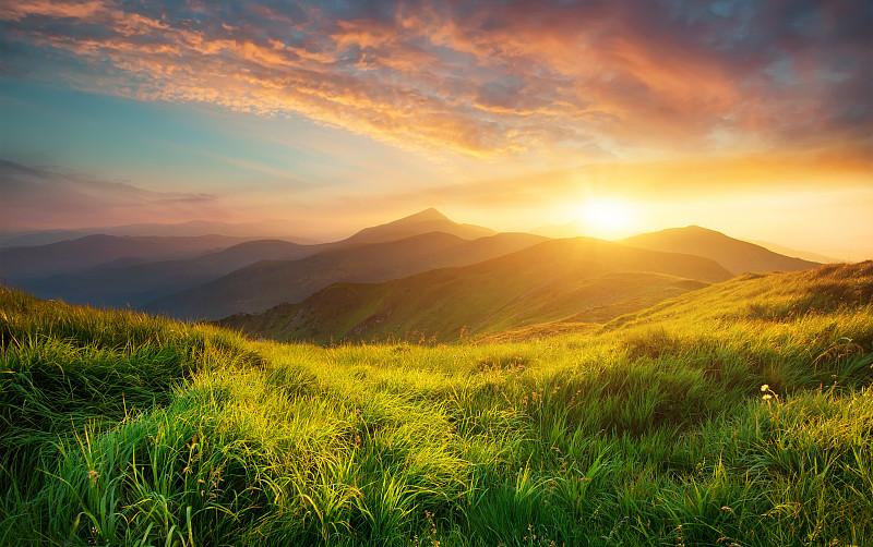 山,地形,山谷,气候与心情,草地,黄昏,非都市风光,戏剧性的天空,山顶,草