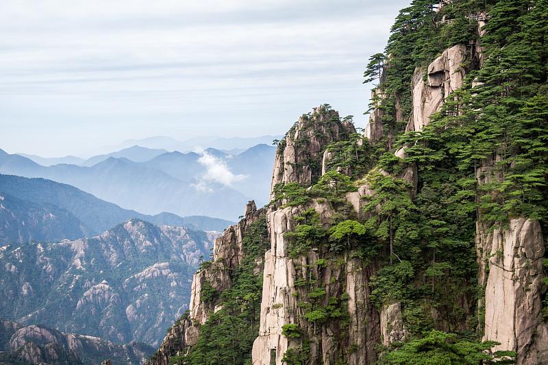 黄山山脉,安徽省,天空,水平画幅,无人,户外,石头,树林,山,著名景点