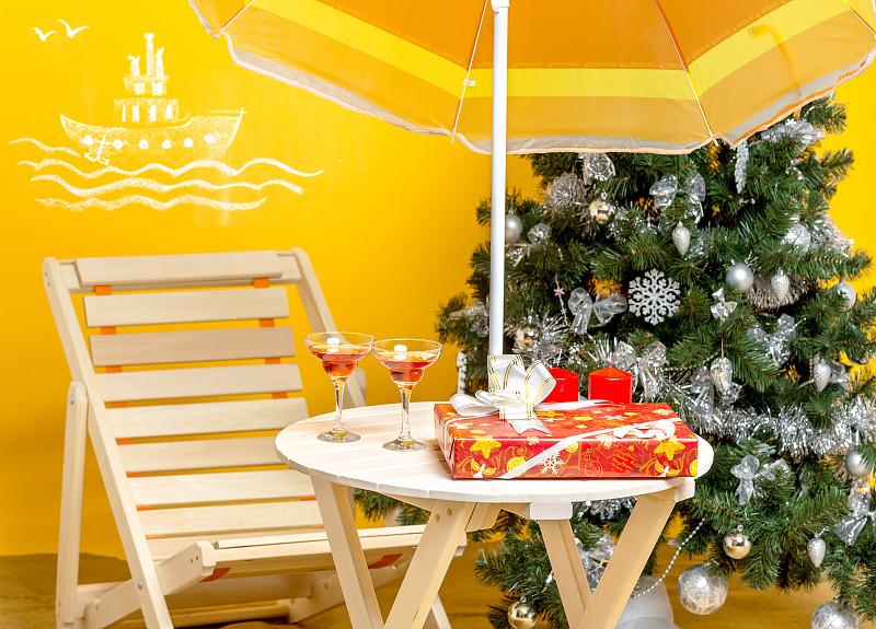 新年,海滩,桨叉架船,黄色背景,水平画幅,沙子,无人,圣诞树