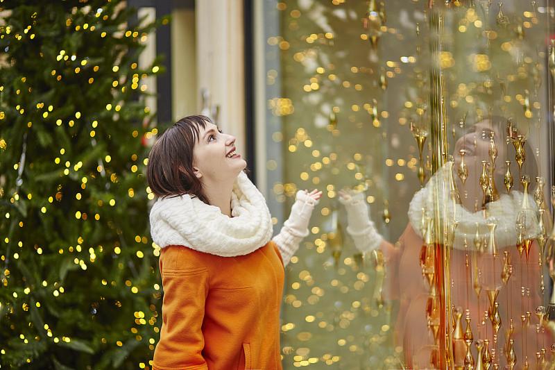 商店,窗户,巴黎,女孩,看,新年,旅行者,白色,新年前夕,冬天
