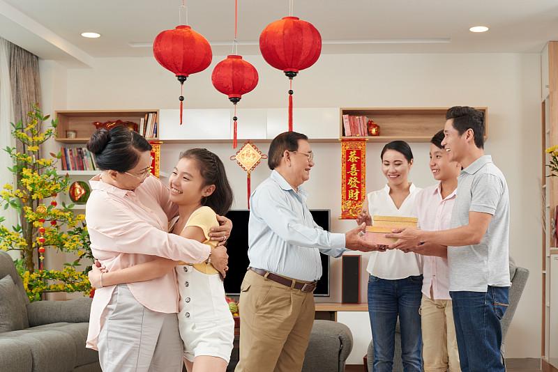 礼物,越南新年,春节,提举,宾客,祖父母,越南人,祖母,青少年,水平画幅