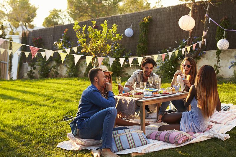 野餐,园林,友谊,户外,人群,野餐毯,夏天,装饰旗,伊比沙岛,含酒精饮料