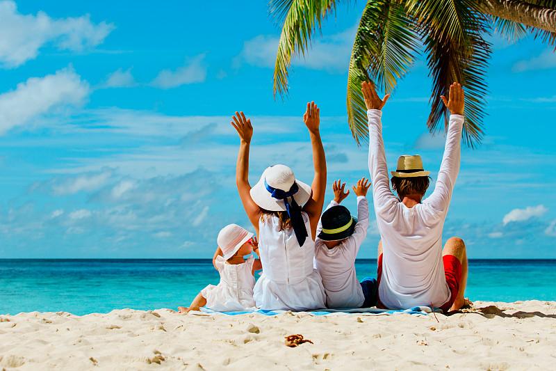 海滩,手,幸福,两个孩子的家庭,正下方视角,印度洋,家庭,马尔代夫,夏天,双亲家庭
