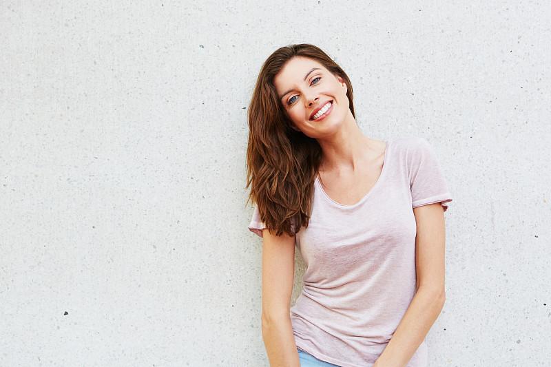白色背景,女人,青年人,30到39岁,t恤,白人,荷兰,信心,注视镜头