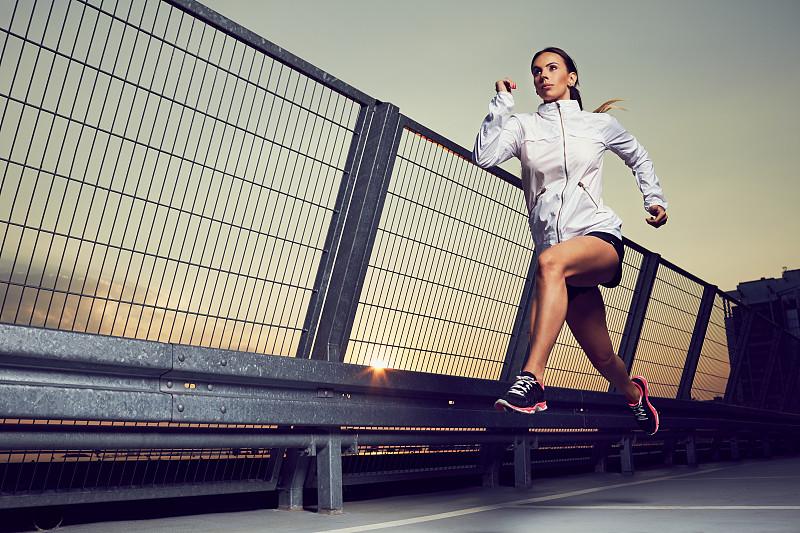慢跑,女人,屋顶,车库,田径运动员,运动员,运动服,短跑,健美身材,力量