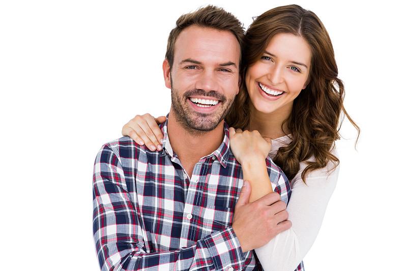 注视镜头,青年伴侣,35岁到39岁,30到39岁,黑发,伴侣,白色背景,快乐,白人,影棚拍摄
