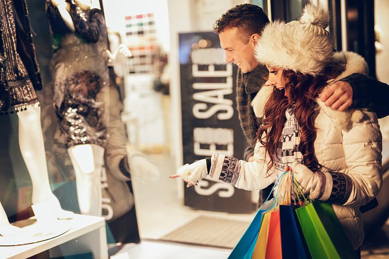 购物中心,异性恋,选择对焦,水平画幅,夜晚,美人,女朋友,商店,户外