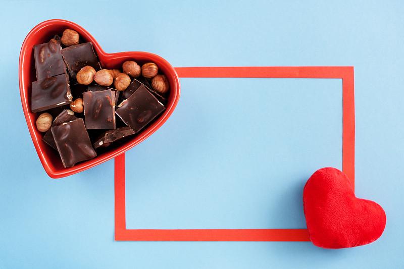 边框,碗,巧克力,红色,心型,蓝色背景,华贵,餐具,褐色,坚果