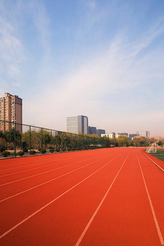 体育场,户外,田径跑道,垂直画幅,天空,留白,公园,纹理效果,云,短跑