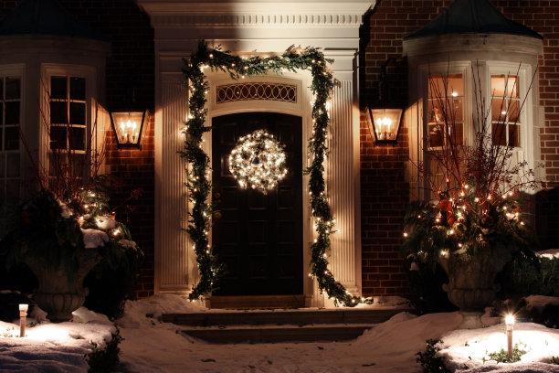 正门圣诞装饰夜晚