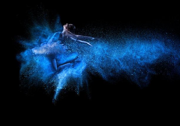 粉末中的舞者
