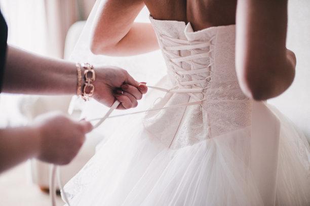 新娘白色长裙图片