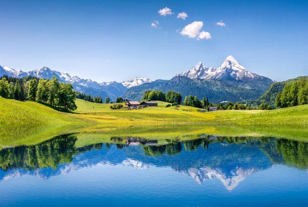 阿尔卑斯山脉地形湖