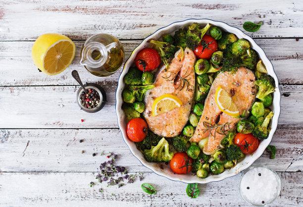 烤三文鱼蔬菜图片