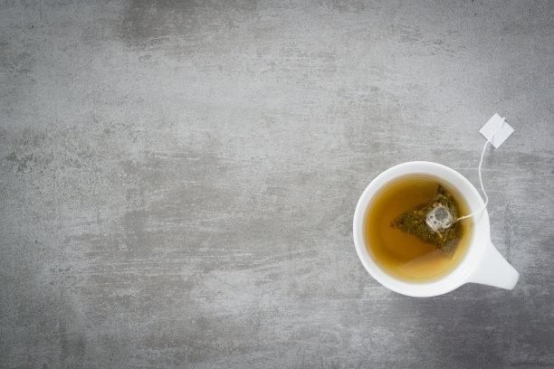 茶杯里的茶包