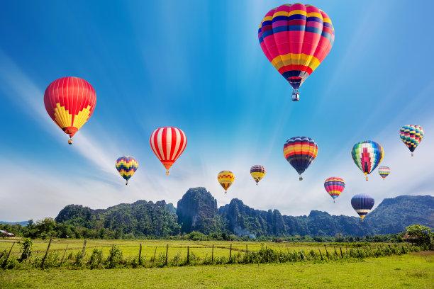 山热气球多色的