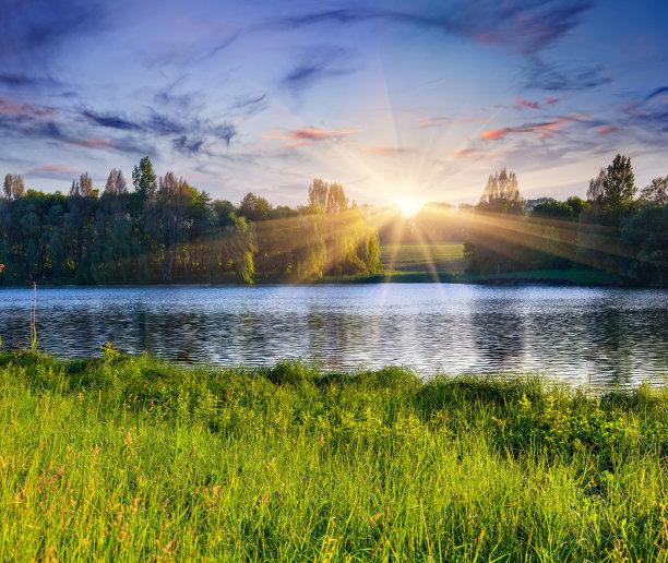 夏天湖图片