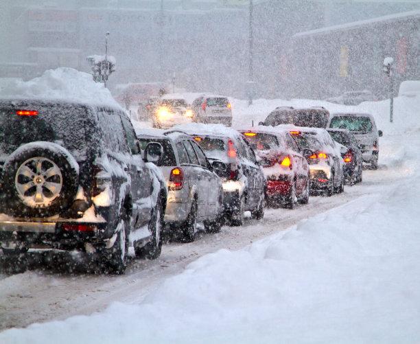 大风雪堵车