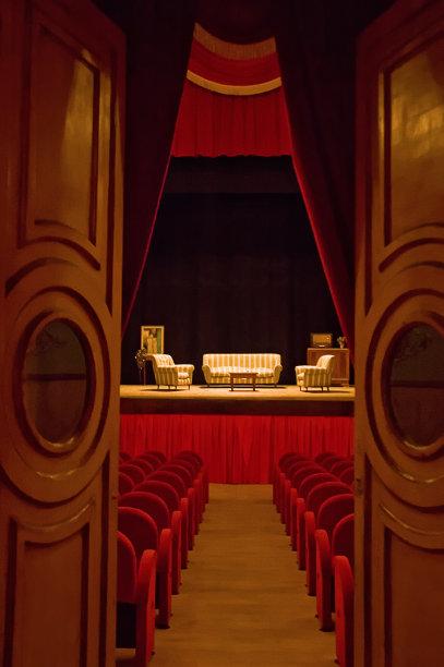 剧院垂直画幅无人