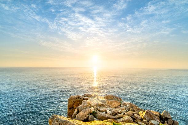 黎明水面风光