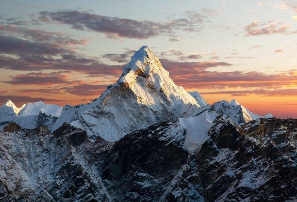 阿马达布朗峰