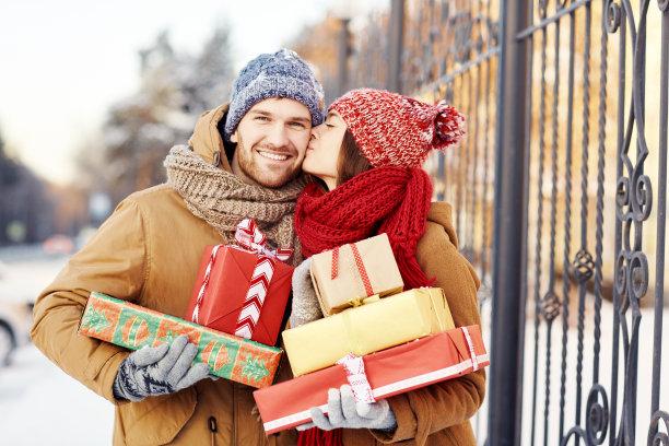 情侣收圣诞节礼物