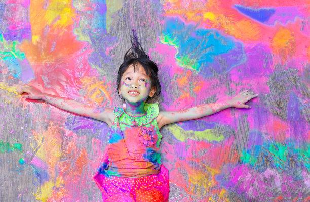彩色涂鸦女孩