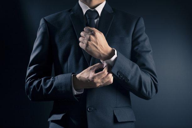 穿西装的男人