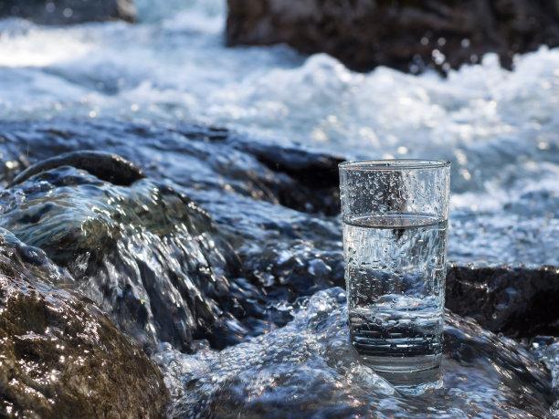 玻璃饮用水自然
