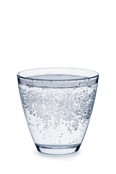 白色碳酸饮料玻璃杯