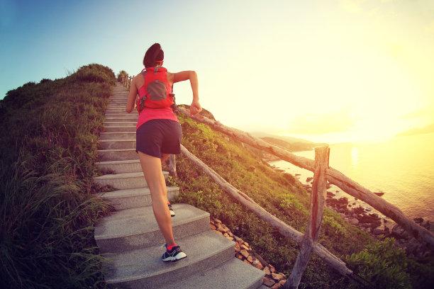 运动奔跑爬山