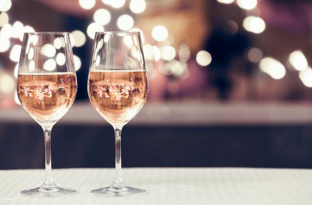夜晚葡萄酒