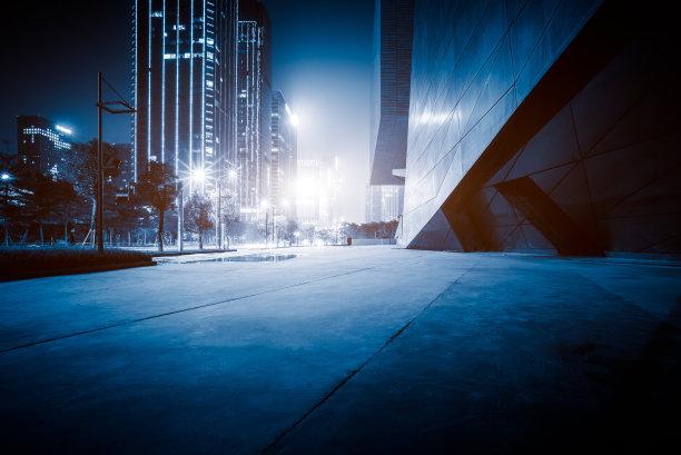 夜晚广场办公室