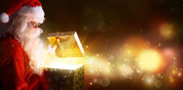 圣诞老人打开金色礼物