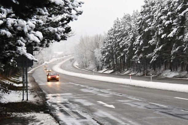 雪冬天交通