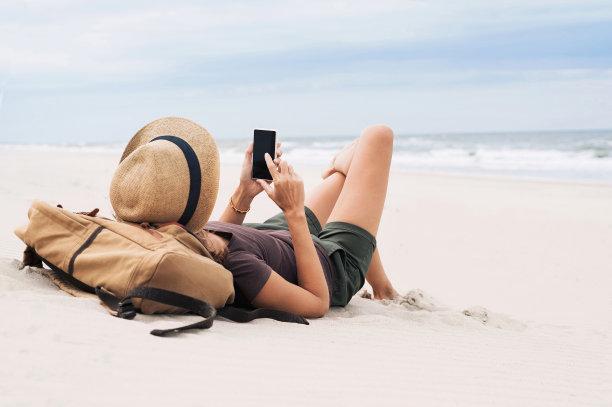 女人在海滩